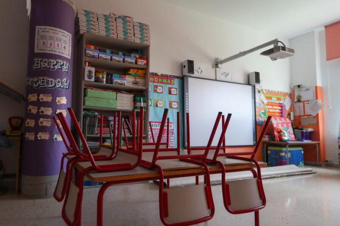 Comunidad de Madrid cierra colegio brote COVID-19