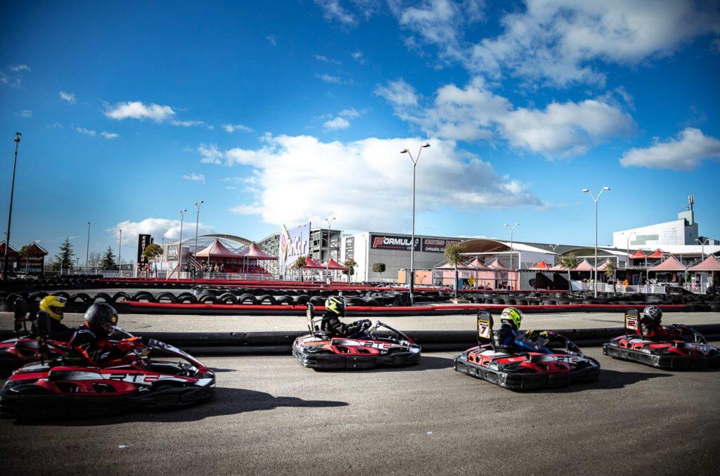 Siente la adrenalina en los mejores circuitos de karts de Madrid